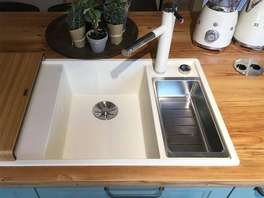 Cambia - Musterküche bei Küchen-Schreiner-Meier - Detail Spüle